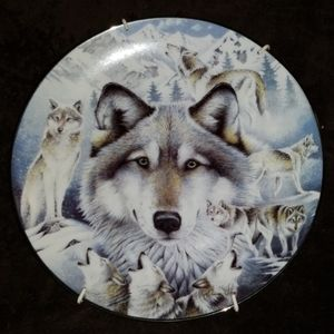 """""""Vision of the Pack"""" Bradford Exchange Wolf Plate"""